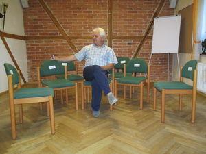 Aufstellungsarbeit mit dem Systembrett und Sesseln