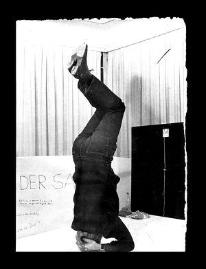 """HOCHsommer 2020: ZOLLAMT GYMNASTIK ONLINE-ACTION-TEACHING """"Gymnastik gegen das Habenwollen"""" von und mit Bazon Brock. Eine Kooperation von ZOLLAMT mit DENKEREI und DORF.TV"""